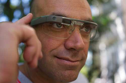 Loïc Le Meur portant des Google Glass
